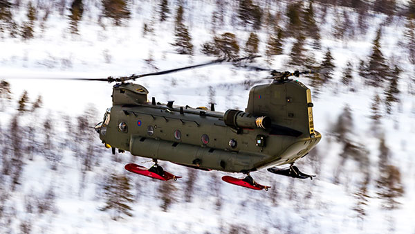 Chinook HC6 with landing gear skis