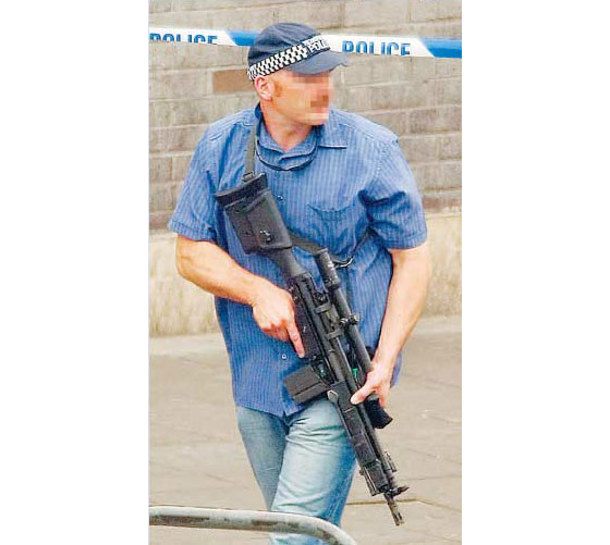 policeman with g3k rifle