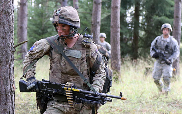 2 PARA soldier armed with GPMG
