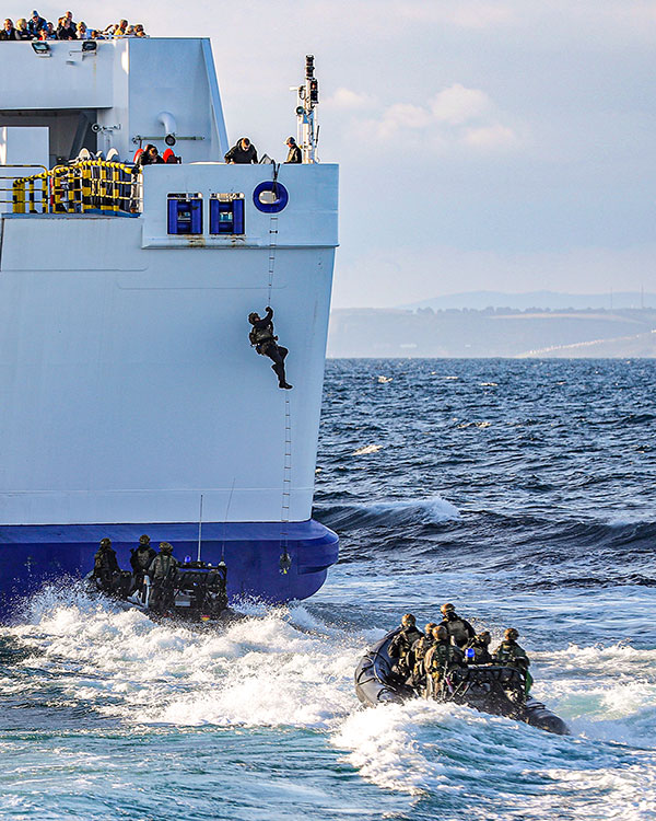 J Coy 42 commando ship boarding exercise
